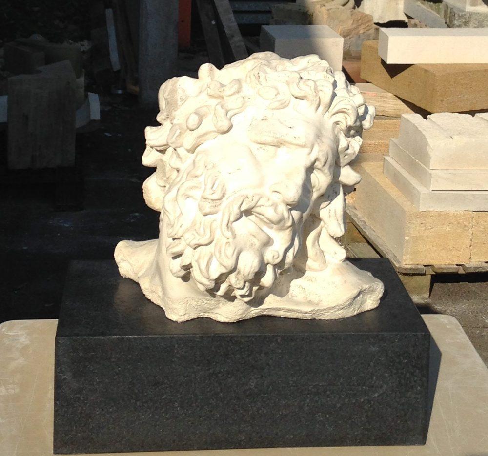 Sculpture offerte au recteur de l'académie