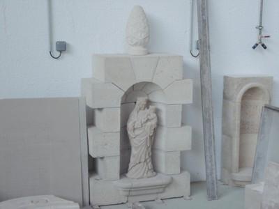 Mention complémentaire sculpture sur pierre