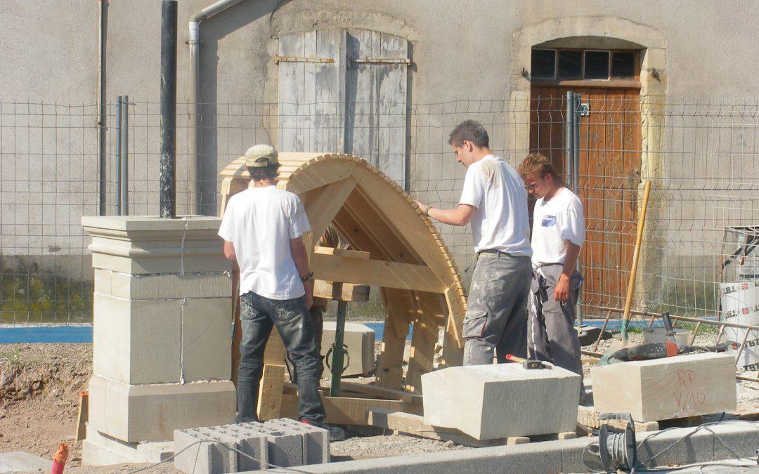Création d'une fontaine par les élèves de la section pierre