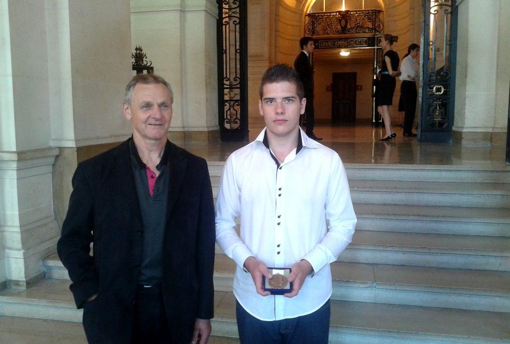 Axel Brulez, médaille d'or au concours général des métiers en taille de pierre
