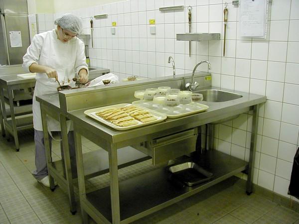 Agent polyvalent de restauration en cuisine