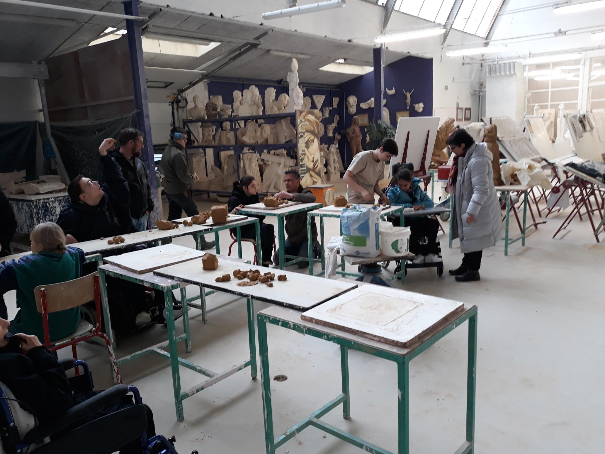 Atelier de moulage avec les pensionnaires de l'IME La Courtine